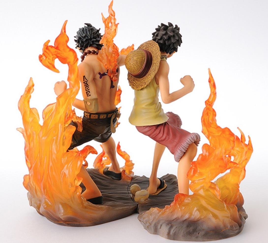 lot de 2 figurines luffy ace mugiwara shop. Black Bedroom Furniture Sets. Home Design Ideas